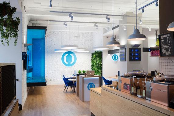 normal 1sor Впервые в мире открылось банковское отделение совместно с кафе «Старбакс»