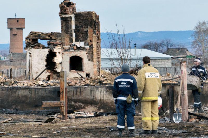 Дома для пострадавших от пожара жителей Хакасии должны быть готовы к 1 сентября