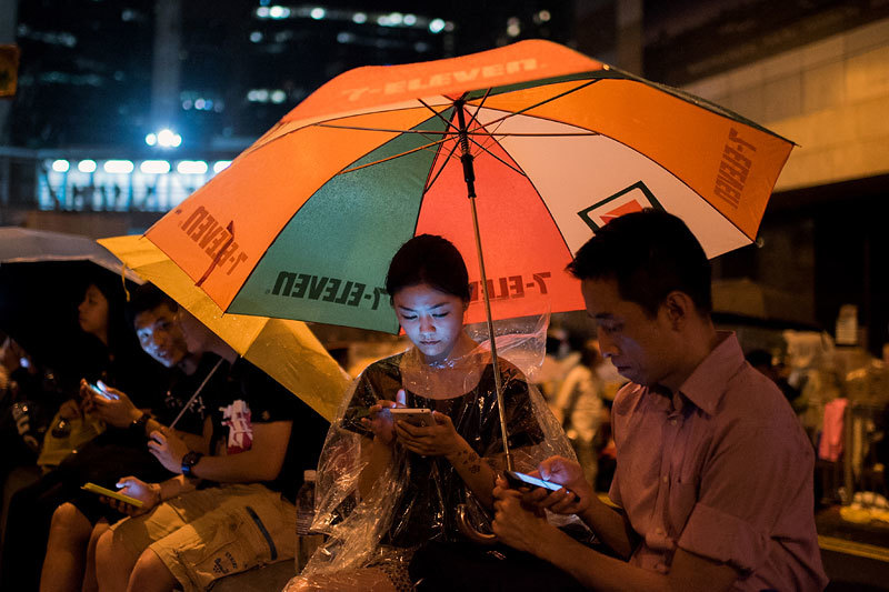 Протестующие жители Гонконга знали, что, если власти отключат мобильную сеть, у них останется связь через FireChat