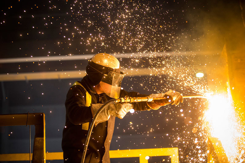 Избыток мощностей на мировом рынке и поставки дешевой стали из Китая и России осложняют жизнь европейских металлургов