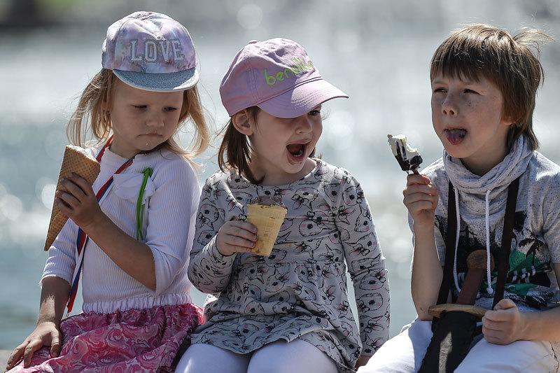 Дети выглядят самой защищенной от кризиса группой