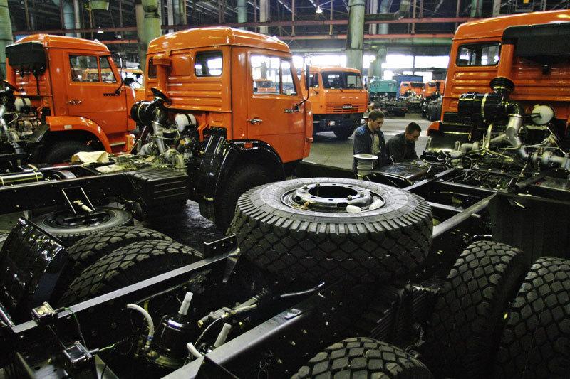 «Камаз» из-за падения спроса на российском рынке будет выпускать автомобили в июне только семь дней