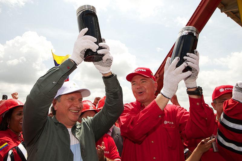 Президент «Роснефти» Игорь Сечин и министр нефти Венесуэлы Рафаэль Рамирес