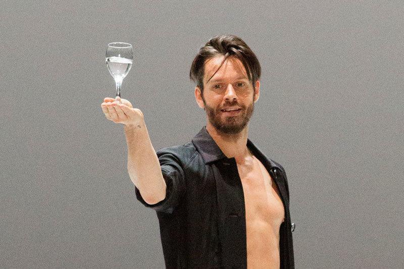 Александр Экман привез бокал воды из норвежского «Лебединого озера»