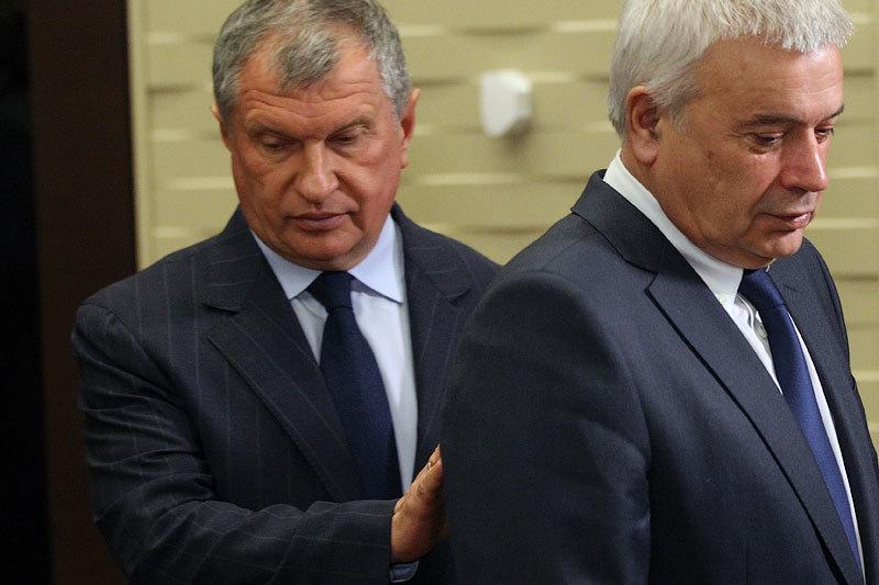 Президент «Роснефти» Игорь Сечин (на фото слева) вслед за президентом «Лукойла» Вагитом Алекперовым (на фото справа) отправляется за нефтью на Таймыр