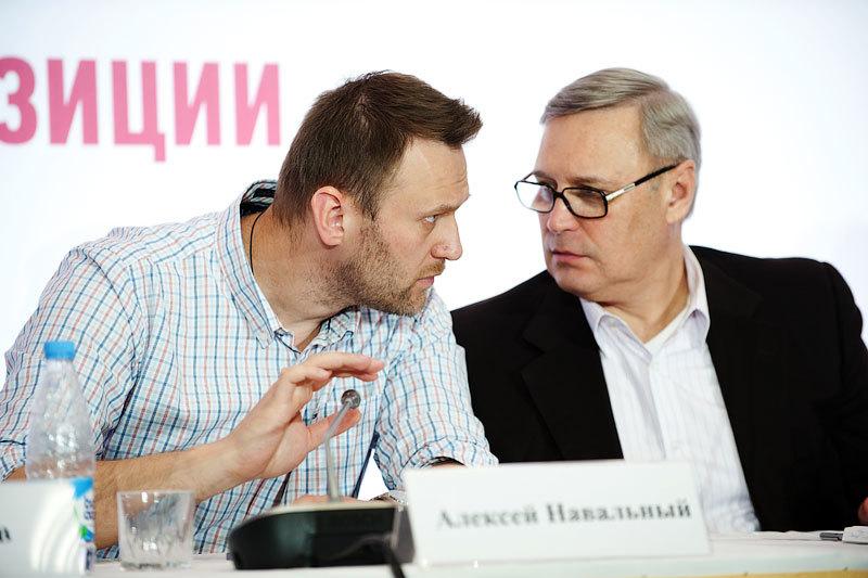 Сегодня демократическая коалиция Алексея Навального и Михаила Касьянова завершает регистрацию кандидатов на праймериз в Калужской и Новосибирской областях