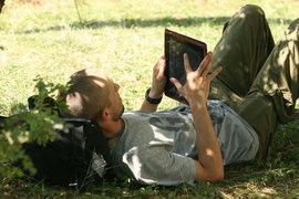 Все больше пользователей смотрят фильмы и слушают музыку на мобильных устройствах