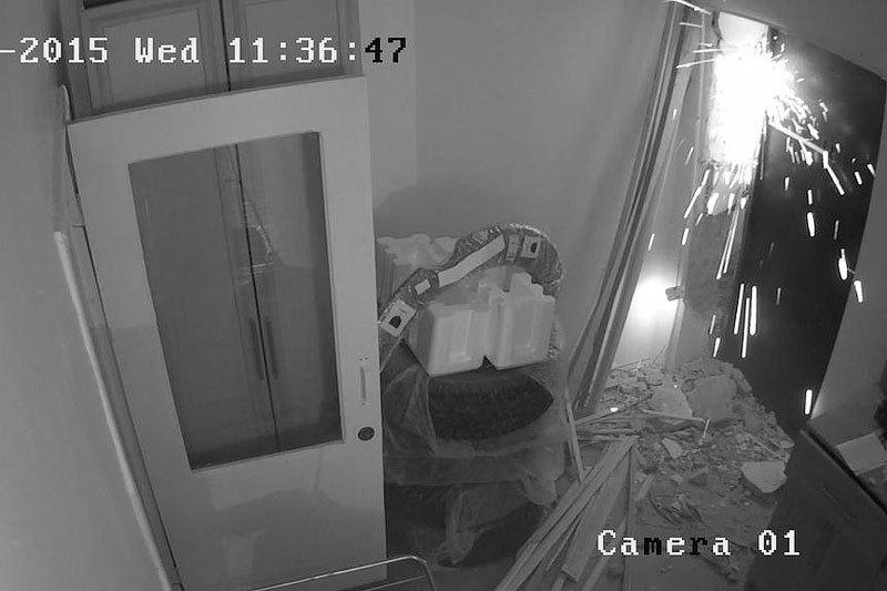 Кадр с камеры слежения в офисе правозащитников в Грозном