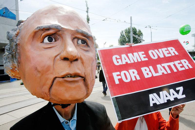 Внезапную отставку Блаттера поддержало все мировое футбольное сообщество