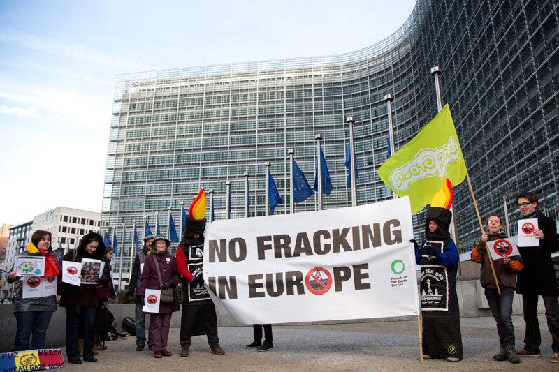 Сланцевая добыча в Европе не развивается в том числе из-за протестов общественности против применения технологии гидроразрыва пласта