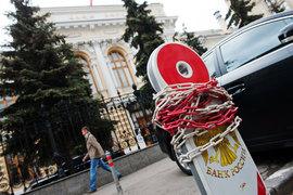 Центробанк продолжит снижать лимит на проведение банками сомнительных операций