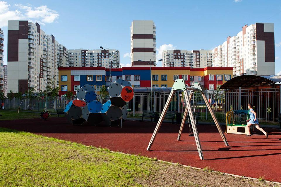 Сейчас в Москве и Подмосковье в продаже находится почти 6 млн кв. м квартир и апартаментов