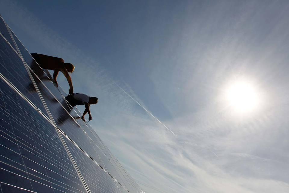 Солнечные панели практически не охраняются, поэтому преступники могут их быстро демонтировать и увезти, а затем – продать