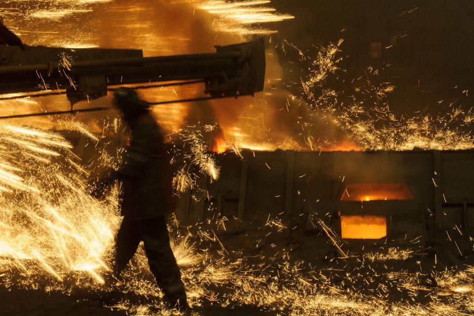 Сокращение потребления проката в России и мире, заградительные пошлины заставляют металлургов искать новые рынки и заботиться о клиентах