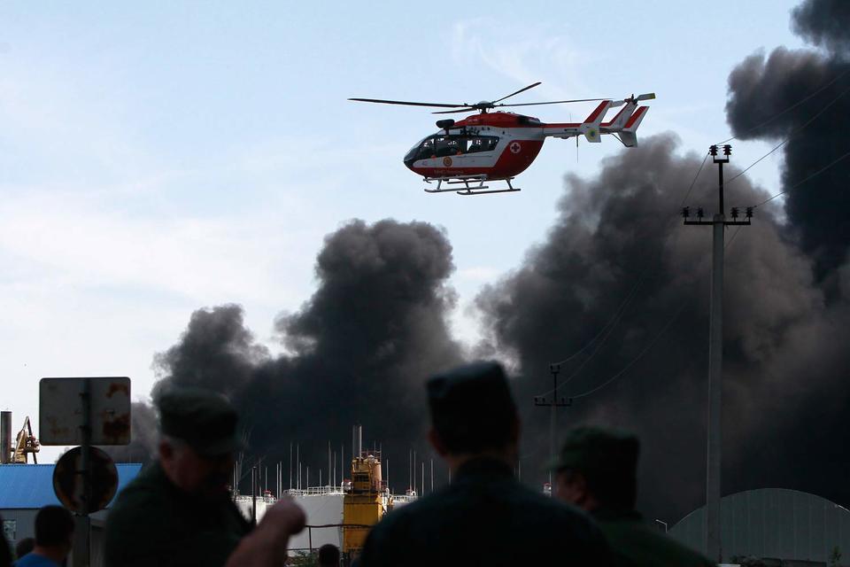 Нефтебаза в Васильковском районе горит почти сутки