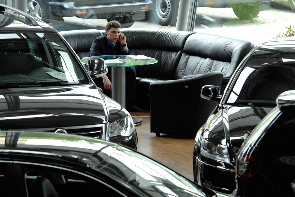 Российский рынок легковых автомобилей в этом году может сократиться на 56%