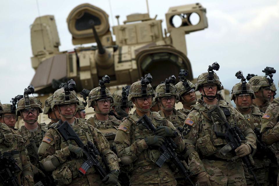 Пентагон обсуждает с союзниками передислокацию танков и боевых машин пехоты
