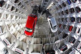 Свои 12 брендов VW Group упакует в четыре холдинга