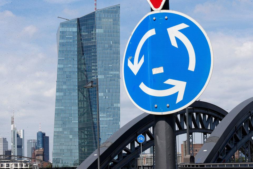 ЕЦБ (на фото его штаб-квартира) и ряд других европейских центробанков заставляют клиентов доплачивать за хранение денег