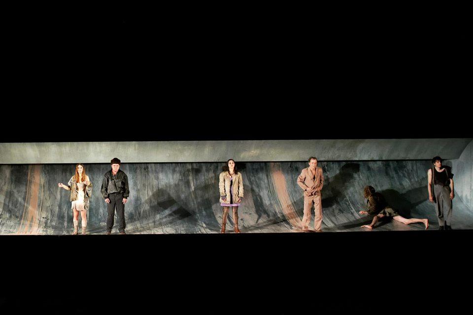 Слова «на дне» в спектакле знаменитого немецкого режиссера поняты совершенно буквально. Да, это труба