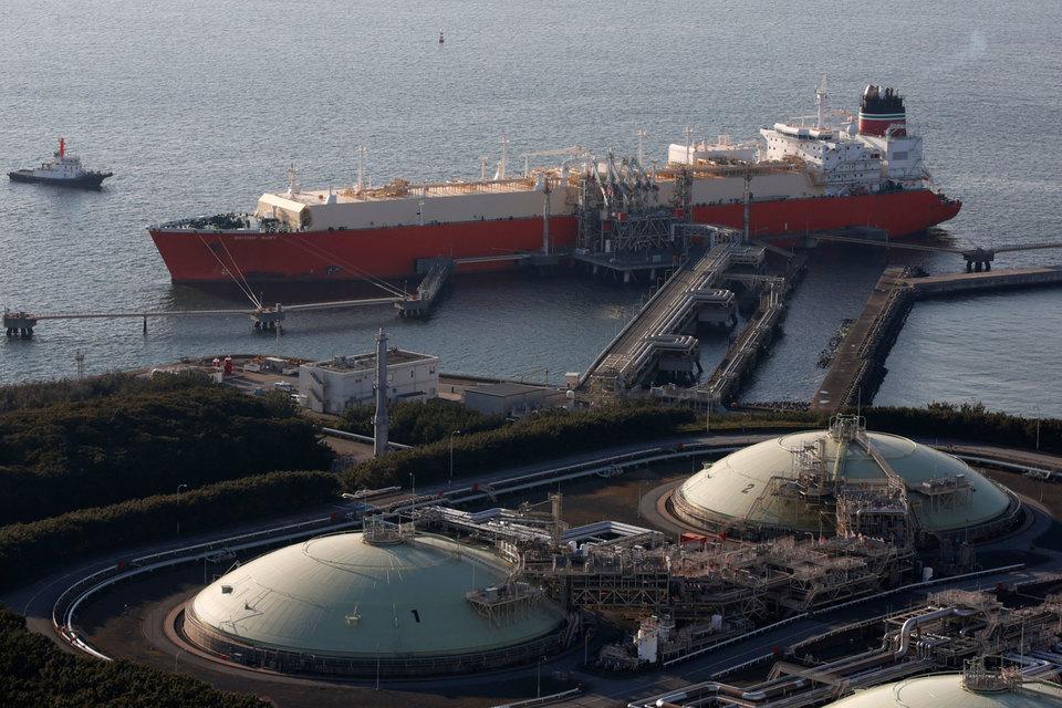 В Японии газ не стоил так дешево со времен аварии на АЭС «Фукусима» в 2011 году (на фото — тепловая электростанция компании Tokyo Electric Power под Токио с хранилищами для СПГ)