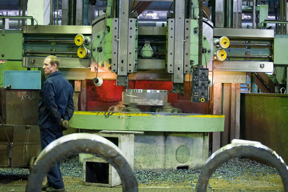 В июне руководители предприятий почувствовали наконец холодное дыхание кризиса в российской промышленности