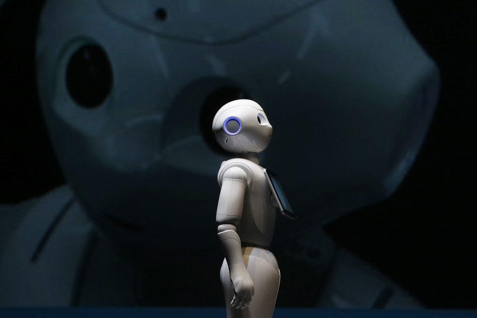 Робот Pepper может определять эмоции и реагировать на них