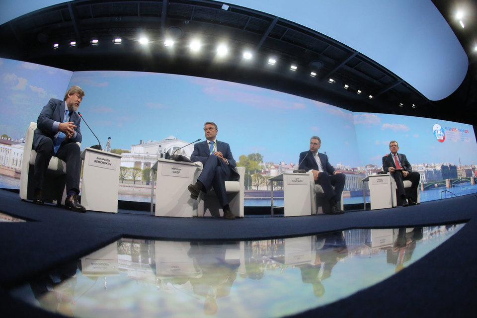 Сессия «Экономика: честные ответы на злободневные вопросы»