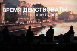 Место и время для своего заявления Алексей Кудрин (справа) выбрал не случайно