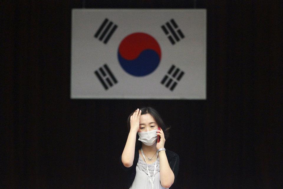 На фоне распространения Ближневосточного респираторного синдрома (MERS) рейтинг одобрения президента Республики Корея Пак Кын Хе упал до собственного минимума