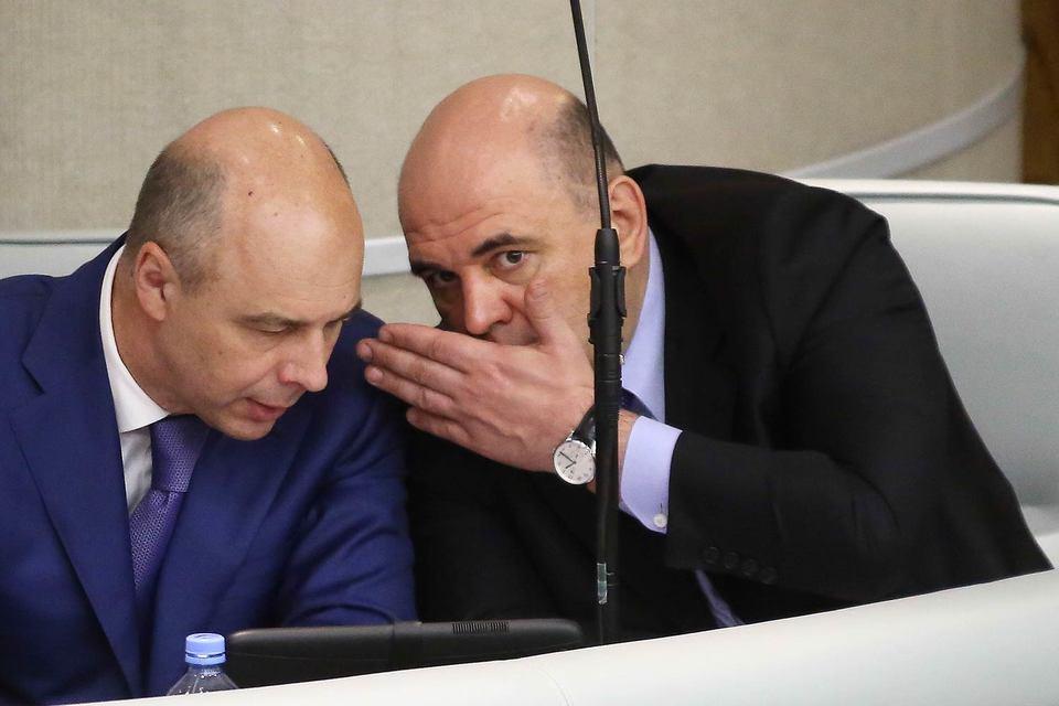 Минфин (министр Антон Силуанов слева) готов слушать информацию о контролируемых сделках только от центрального аппарата ФНС (руководитель службы Михаил Мишустин справа)