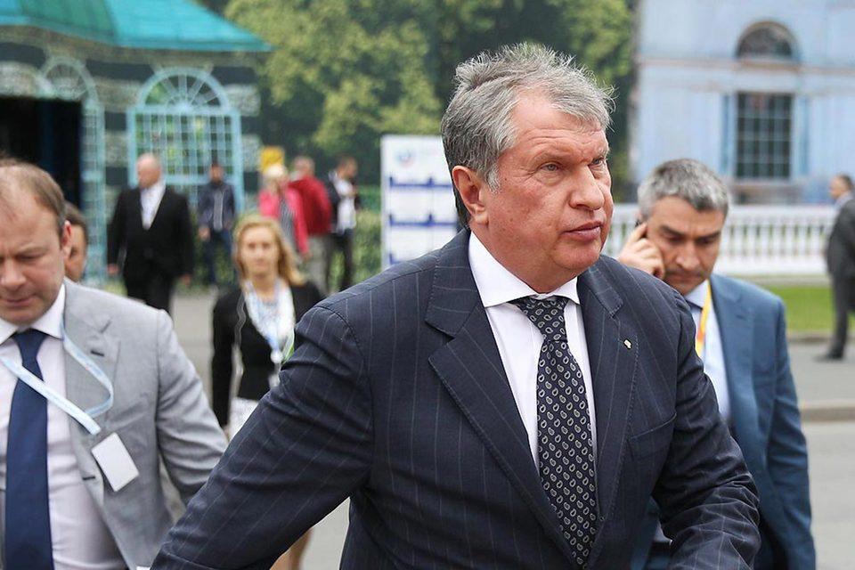 Финансовое положение «Роснефти» стабильно, заверил Сечин