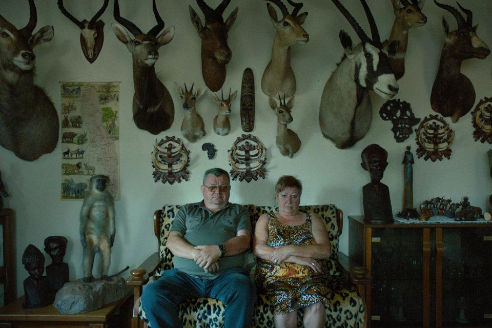 Охотник и его жена на фоне трофеев в своем подвале – одно из фирменных tableaux Ульриха Зайдля