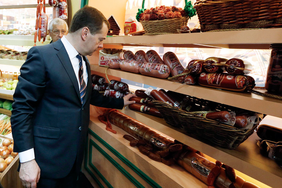 Председатель правительства Дмитрий Медведев надеется на отечественного производителя продуктов питания