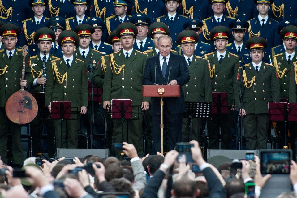 Выступая недавно на форуме «Армия-2015», Путин сказал, что до конца года на вооружение российских ядерных сил поступят более 40 новых межконтинентальных баллистических ракет
