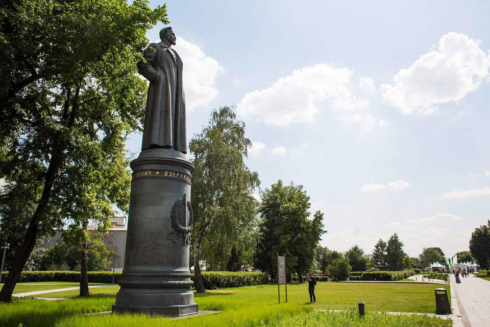 Мосгордума дала ход референдуму о возвращении на Лубянку памятника Дзержинскому