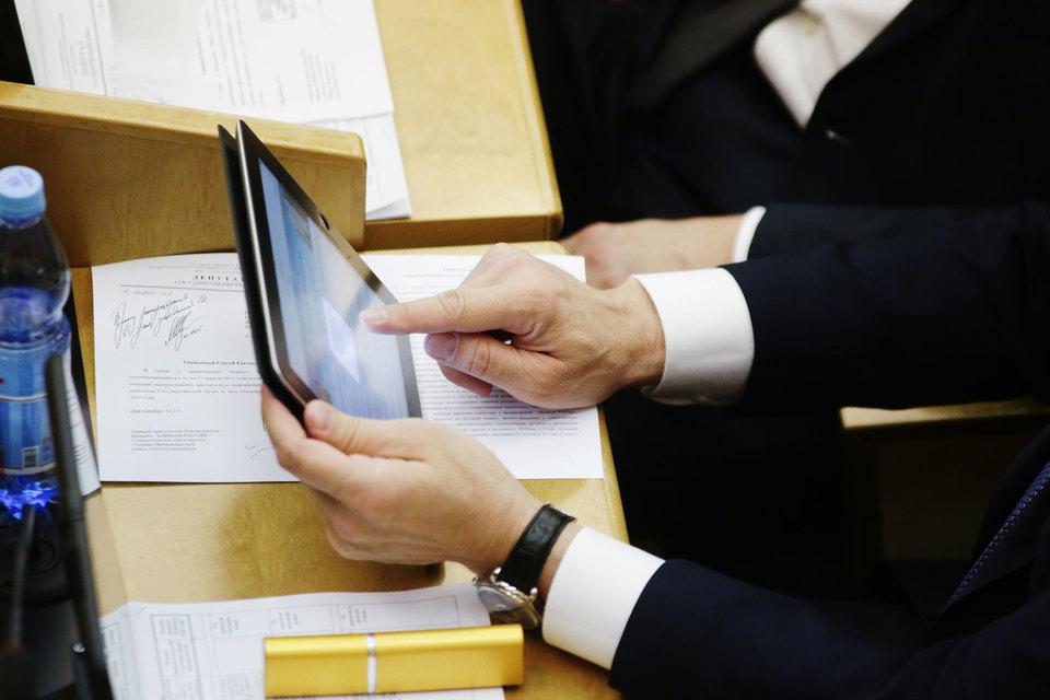 Комитет Госдумы по информационной политике в пятницу рекомендовал нижней палате принять во втором чтении так называемый законопроект «о праве на забвение»