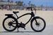 Ford Supercruiser уже продается в США и Канаде за $3595-3995. Мотор 600 Вт, встроенный в заднюю ступицу, позволяет брать крутые горки на довольно тяжелом велосипеде – 27,2 кг. Емкости литий-ионной батареи (10 Ач) хватает на 15-30 км пути без приложения мышечных усилий велосипедиста. Велосипед сделан Ford в сотрудничестве с Pedego, крупнейшим производителем электробайков в США