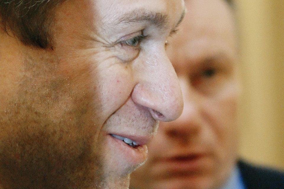 Компании Романа Абрамовича (на переднем плане) и Владимира Потанина могут вместе разработать крупное месторождение меди