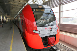 Всего в этом году РЖД получит 23 поезда и заплатит за них 11,3 млрд руб., следует из проекта допсоглашения к договору, опубликованного в среду