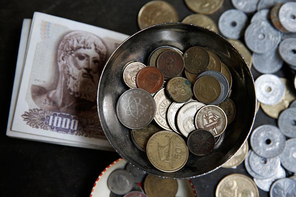 Греция присоединилась к зоне евро в 2000 году и рискует ее покинуть, вернувшись к бывшей национальной валюте