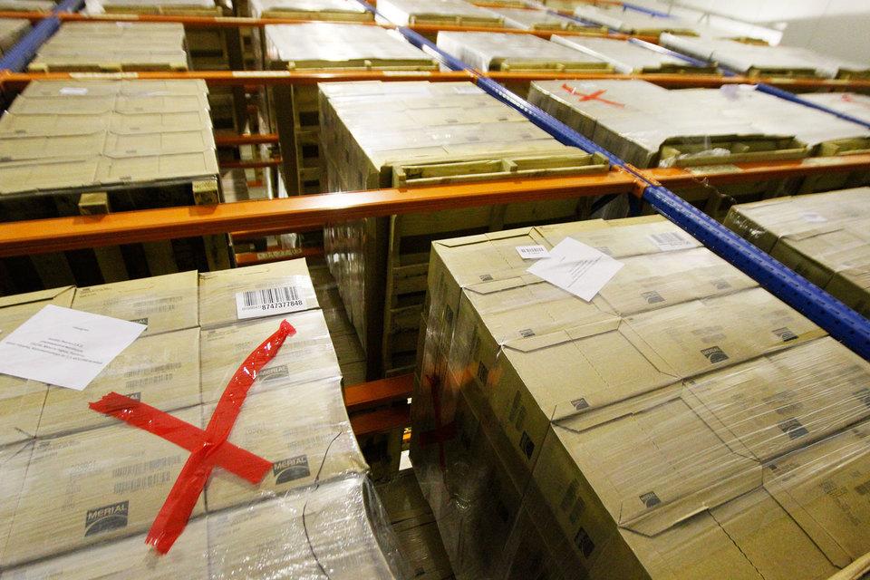 Право заниматься бизнесом в области растаможивания грузов потеряли структуры таможенной службы, но не их бывшие и действующие сотрудники