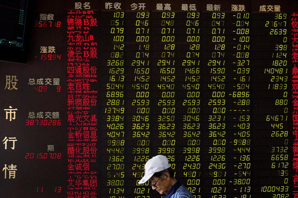 Почти половина торгов акциями приостановлена