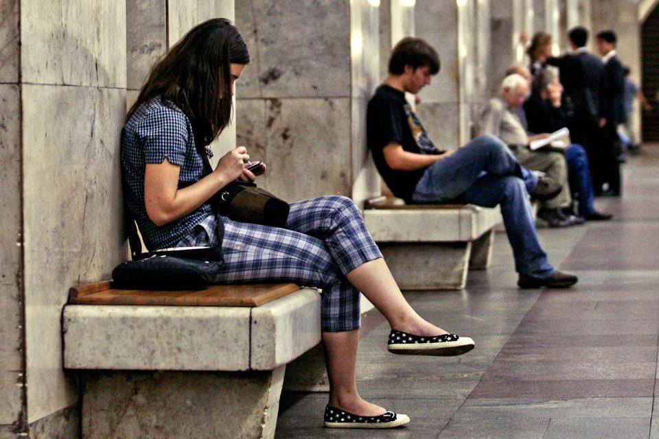 Операторы возобновили строительство сотовых сетей в метро в Москве