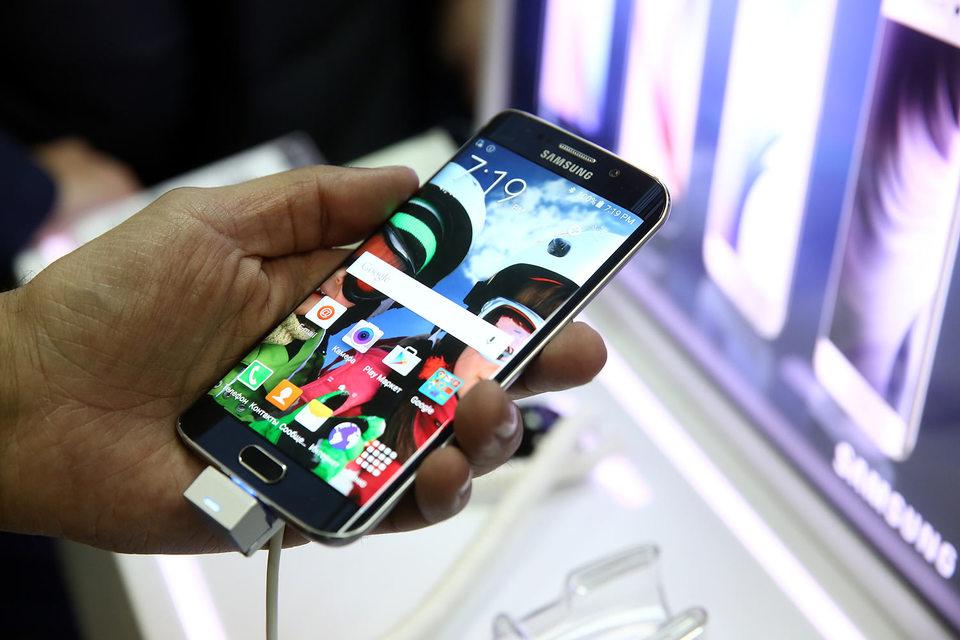 Производство новых смартфонов Samsung Galaxy S6 и S6 Edge было перестроено, но пока оптимизация продаж не произошла