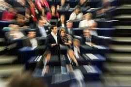 Премьер-министр Греции Алексис Ципрас (в центре) в Европарламенте
