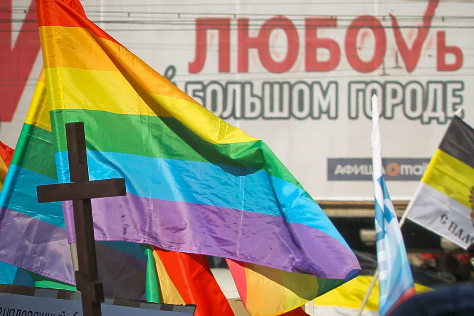 Ухудшение отношения к гомосексуалам связано не только с законом о гей-пропаганде, но и с пропагандой гомофобии и агрессии, считает член Совета по правам человека Николай Сванидзе