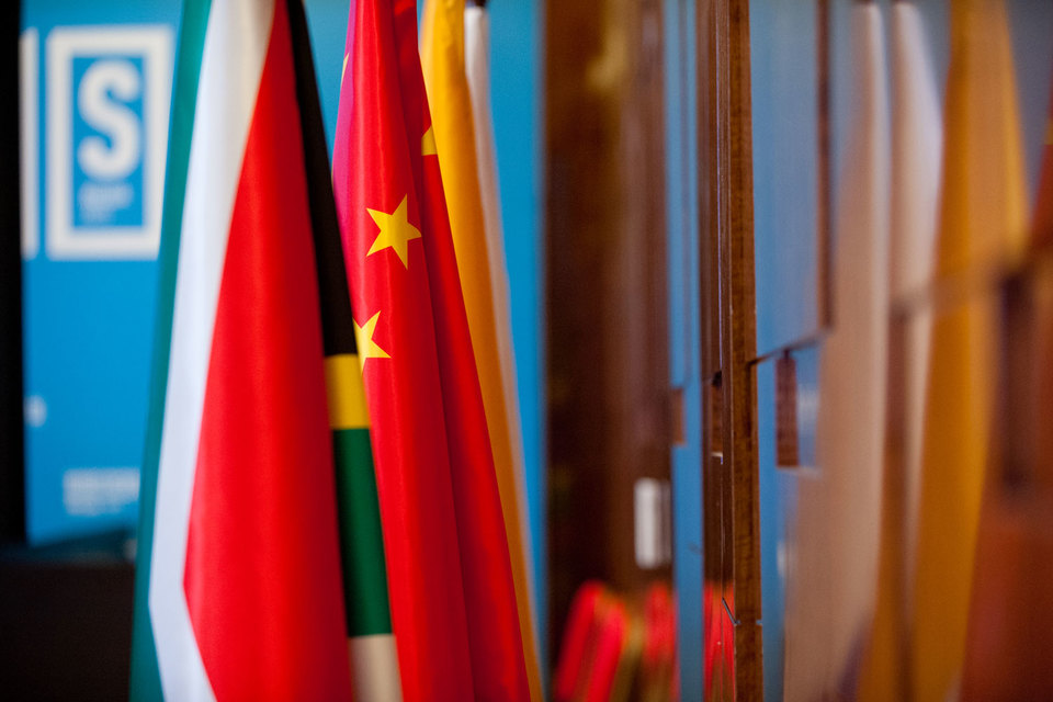Крупнейший вклад в пул внес Китай – $41 млрд, Бразилия, Индия и Россия – по $18 млрд, ЮАР – $5 млрд.