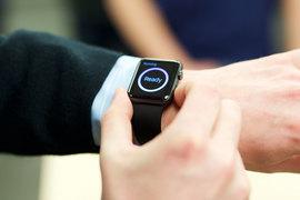 Продажи умных часов от Apple стартовали в конце апреля 2015 г. в США, Великобритании, Австралии, Канаде, Китае, Франции, Германии, Гонконге и Японии