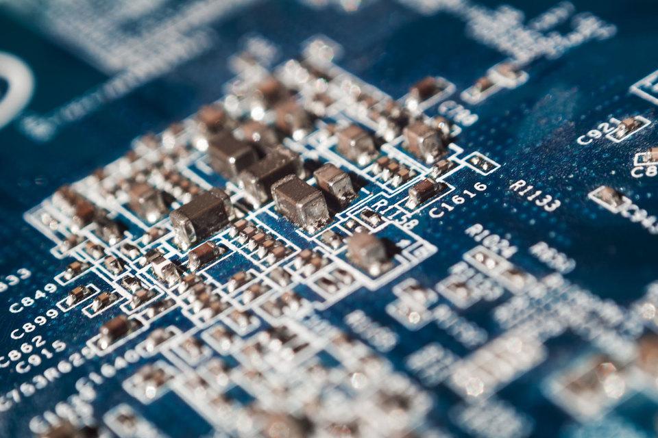 IBM поясняет, что для дальнейшего улучшения характеристик ее мейнфреймов и других серверных систем ей нужны более совершенные микросхемы